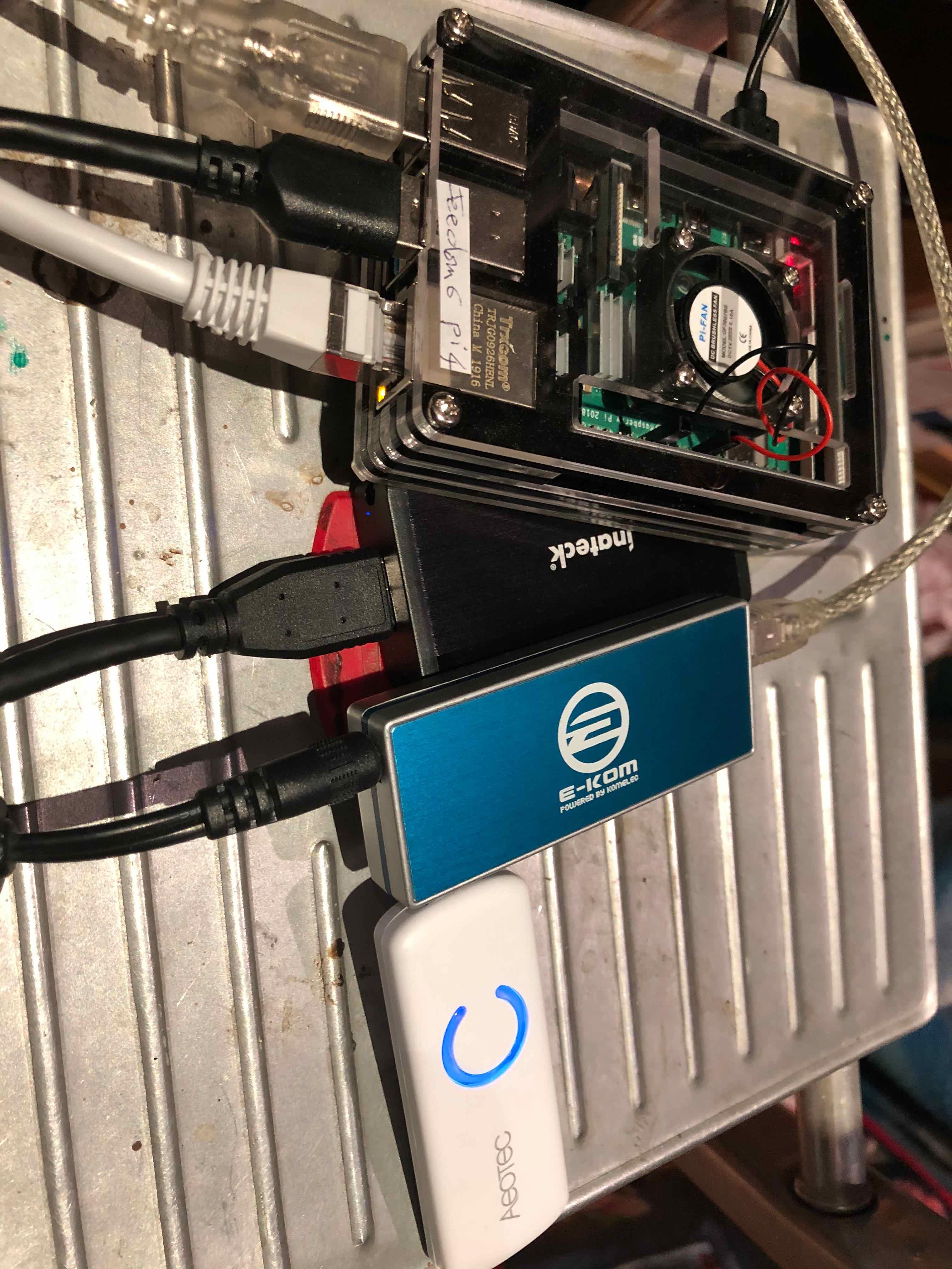 pi4-SSD-HubUsb2autoalimente-AeotecZstickGen5